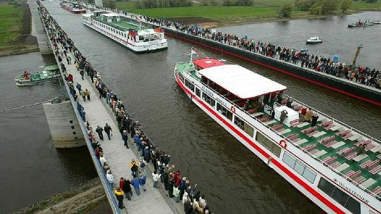 Un puente para que los barcos cruzen sobre un río