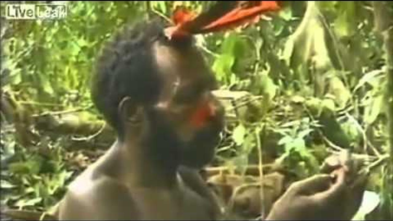 Video de tribu encontrando al hombre blanco por primera vez